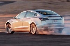 Tesla Model 3 впервые была испытана на Нюрбургринге