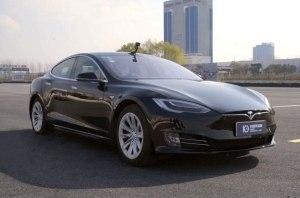 Автопилот Tesla смогли обмануть при помощи визуальных эффектов